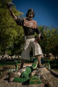 Sur la Place de Tarabuco, statue de la victoire des indigènes sur les conquistadores