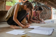 Orchha, Inde. Avec Neetu qui fait ses devoirs